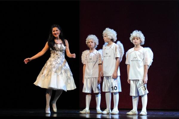 W. A. Mozart: Čarovná flauta, Opera SND, 2014, H. Becse-Szabó (Pamina), Š. Németh, S. Hudec, J. Magula (Traja chlapci), foto: Alena Klenková/SND