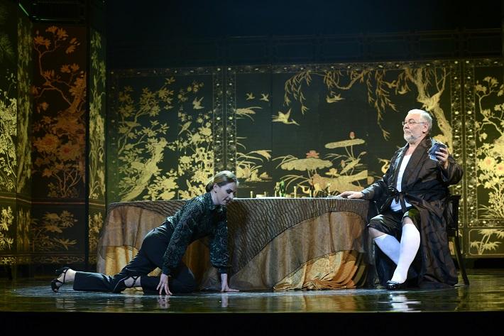 W. A. Mozart: Così fan tutte, Opera SND, 2016, Mária Rychlová (Despina), Peter Mikuláš (Don Alfonso), foto: Pavol Breiner