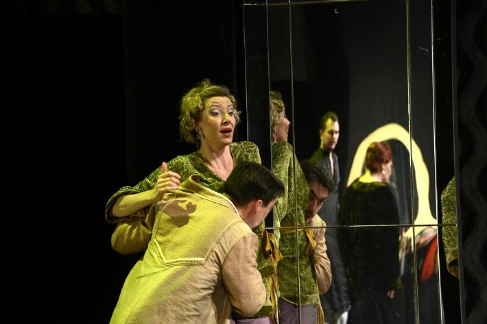 W. A. Mozart: Così fan tutte, Opera SND, 2016, Denisa Hamarová (Dorabella), Daniel Čapkovič (Guglielmo), foto: Pavol Breiner