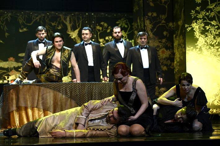 W. A. Mozart: Così fan tutte, Opera SND, 2016, D. Čapkovič (Guglielmo), J. Šrejma Kačírková (Fiordiligi), J. Hollý (Ferrando), M. Fabianová (Dorabella), foto: Pavol Breiner