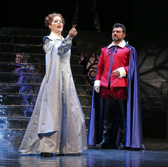 G. Donizetti: Maria Stuarda, Štátna opera Banská Bystrica, 2015 Jolana Fogašová (Elisabetta), Luciano Mastro (Roberto), foto: Jozef Lomnický
