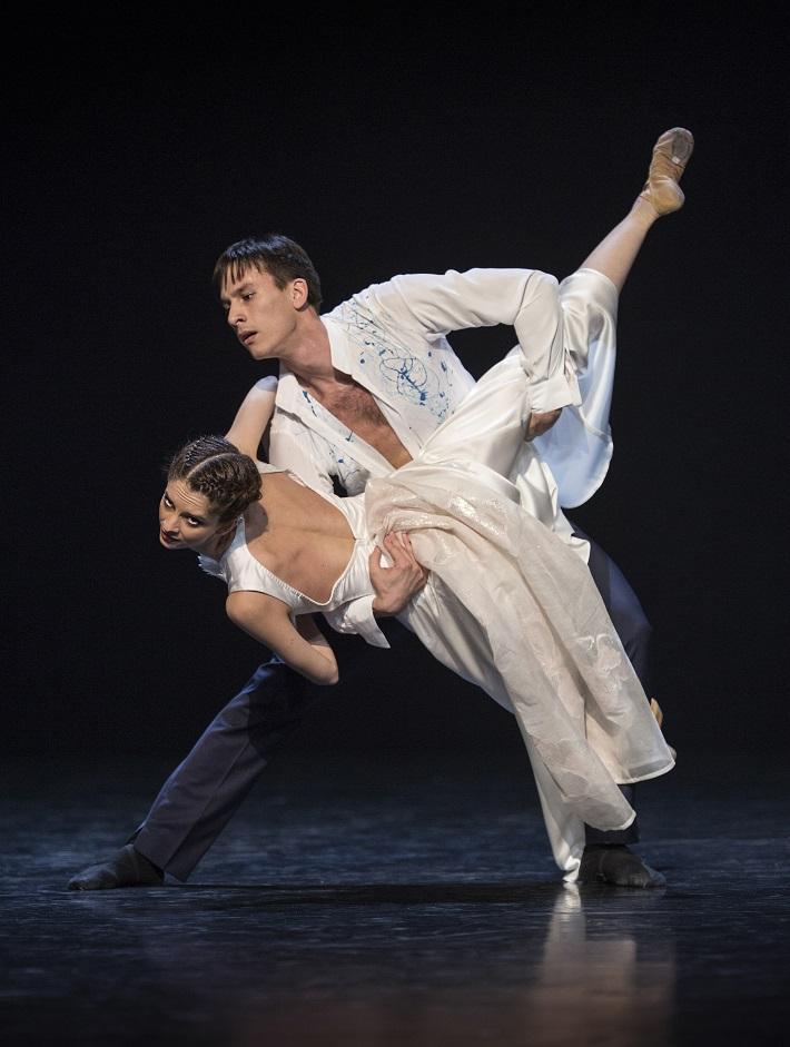 P. Breiner, N. Horečná: Slovenské tance - Životy svetiel, Balet SND, 2016, Ana Beshia (Anička), Peter Dedinský (Janko), foto: Peter Brenkus