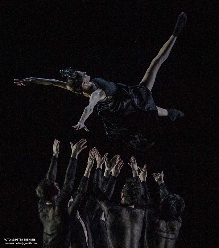 P. Breiner, N. Horečná: Slovenské tance - Životy svetiel, Balet SND, 2016, Ilinca Gribincea (Temnota), foto: Peter Brenkus