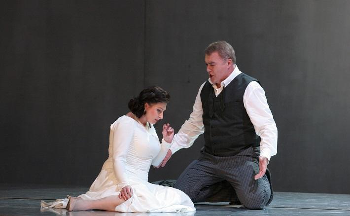R. Wagner: Lohengrin, Opera SND, 2013, Adriana Kohútková (Elsa), Miroslav Dvorský (Lohengrin), foto: Anton Sládek