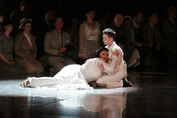 R. Wagner, Lohengrin, Opera SND, 2013, Adriana Kohútková (Elsa), Róbert Klenka (Gottfried), foto: Anton Sládek