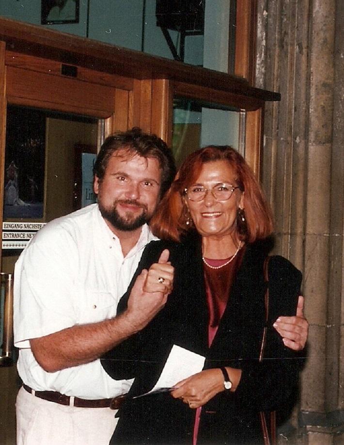 Sergej Larin a Elena Blahová-Martišová po skvelom predstavení Dona Carlosa vo Viedenskej štátnej opere v roku 1999, foto: súkr. archív E. Blahovej-Martišovej