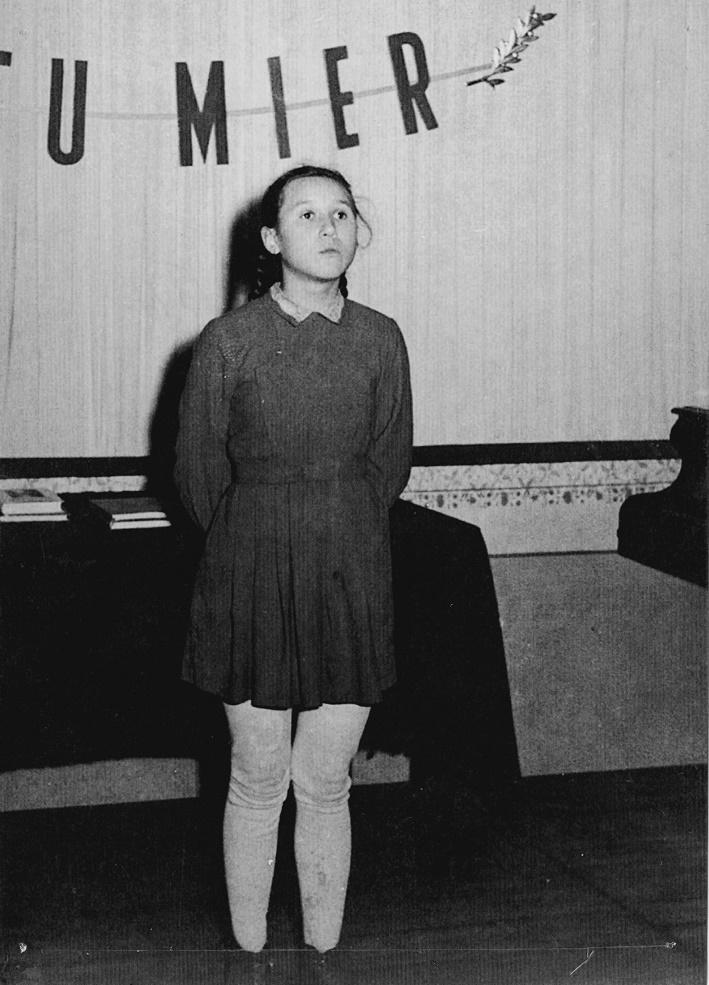 Umelecké začiatky Márie Turňovej na ZDŠ v Divíne, foto: súkromný archív Márie Turňovej