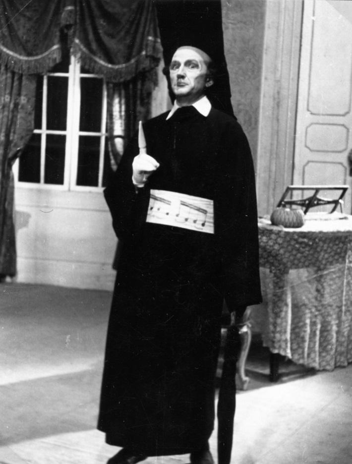 G. Rossini: Barbier zo Sevilly, opera SND, 1941, Boris Jevtušenko (Basilio), foto: Anton Illenberger (Archív SND)