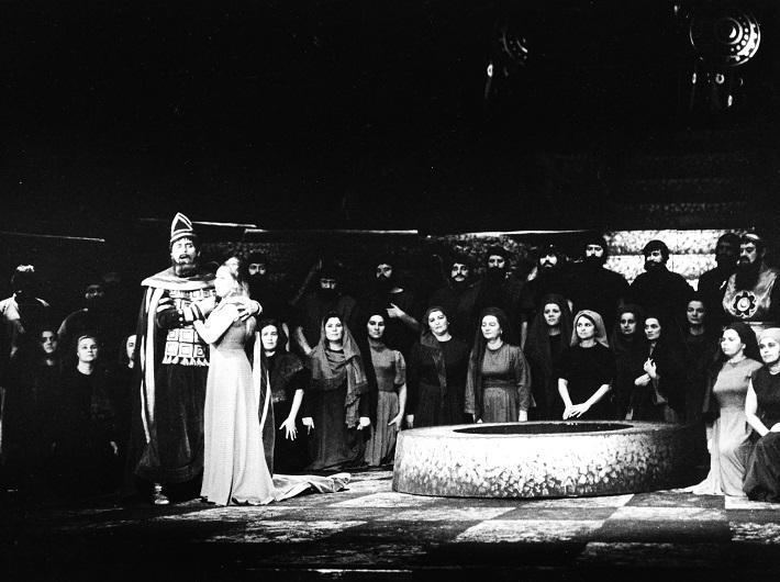 G. Verdi: Nabucco, Opera SND, 1966, Juraj Martvoň (Nabucco), Nina Hazuchová (Fenena), foto: Jozef Vavro, Archív SND