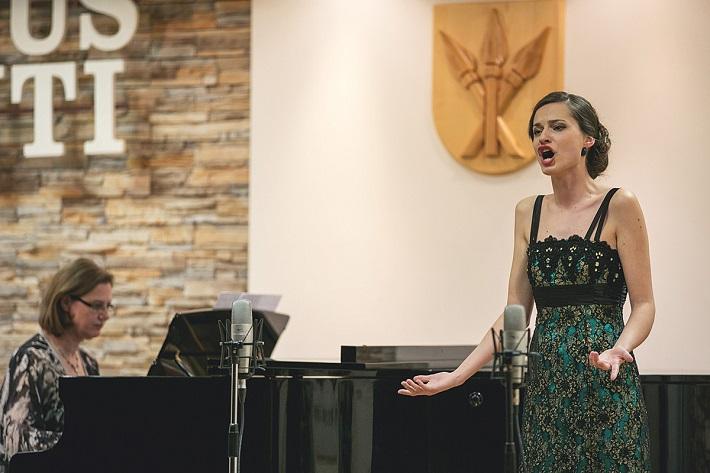Iuventus Canti 2016, Adriana Banásová (Slovensko), víťaz VI kategórie ženy do 35 rokov, Monika Mockovčáková, klavír, foto: Ladislav Čepec