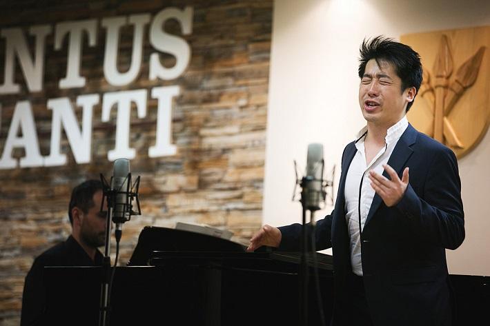 Iuventus Canti 2016, Hongyu Chen (Čína), víťaz VII kategórie muži do 35 rokov, Branko Ladič, klavír, foto: Ladislav Čepec