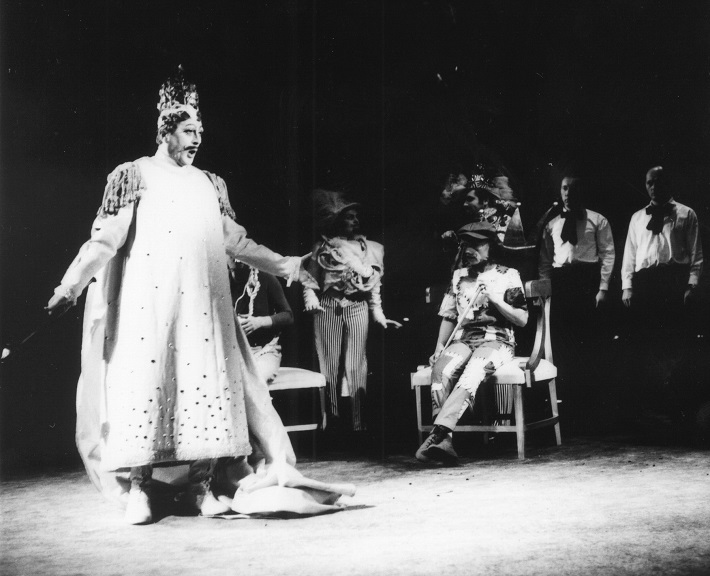 J. Beneš: Cisárove nové šaty, Opera SND, 1969, Juraj Martvoň (Cisár), foto: Archív SND