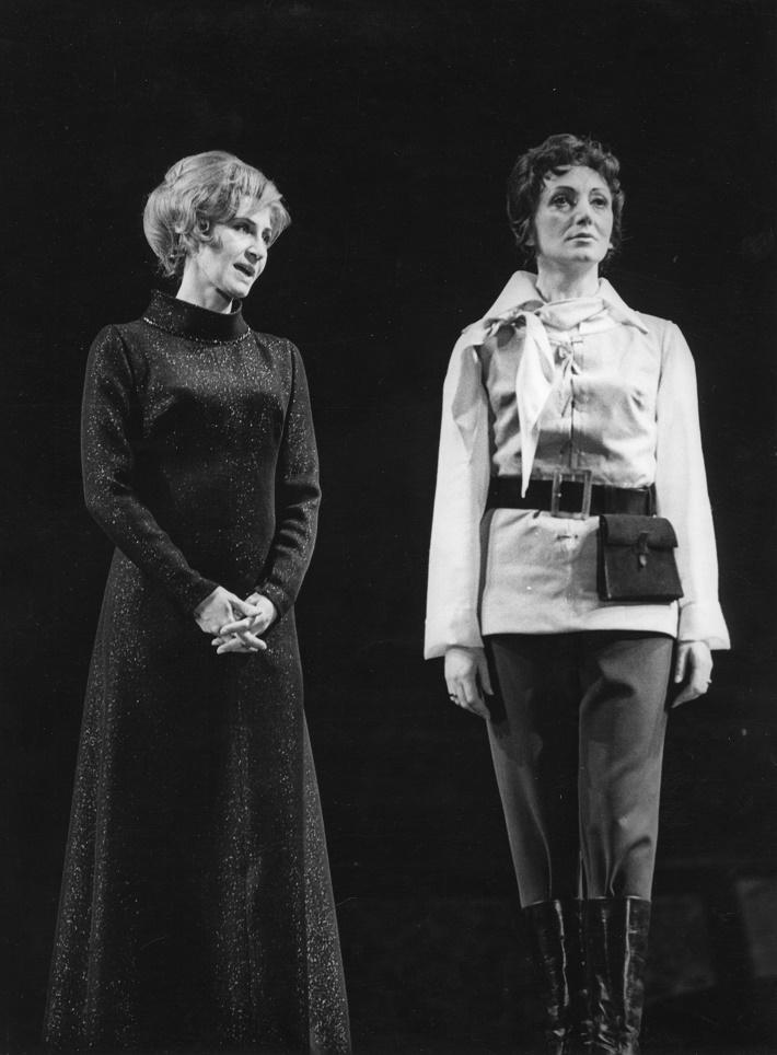 L. van Beethoven: Fidelio, Opera SND, 1970, Viera Strnisková (Alter ego), Elena Kittnárová (Leonora-Fidelio), foto: Jozef Vavro, Archív SND