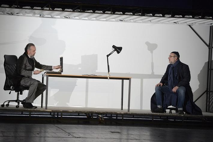 Ludwig van Beethoven: Fidelio, Opera SND, 2016, Ján Ďurčo (Don Pizarro), Jiří Sulženko (Rocco), foto: Pavol Breier