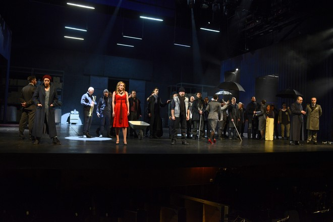 Ludwig van Beethoven: Fidelio, Opera SND, 2016, M. Hundeling (Leonora), M. Rychlová (Marzelline), Ľ. Ludha (Jaquino), J. Sulženko (Rocco), J. Ďurčo (Don Pizarro), zbor Opery SND, foto: Pavol Breier