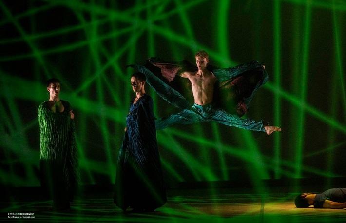 Š. Ondrišová, P. Groll: Bess – Pocta Rudolfovi Labanovi, Balet SND, 2016, Francisco Garcia, Raphael Shuster, Martin Kreml, foto: Peter Brenkus