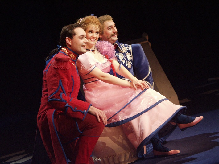 G. Donizetti: Dcéra pluku, Opera SND, 2004, O. Klein, (Tonio), Ľ. Vargicová (Marie), M. Malachovský (Seržant Sulpice)