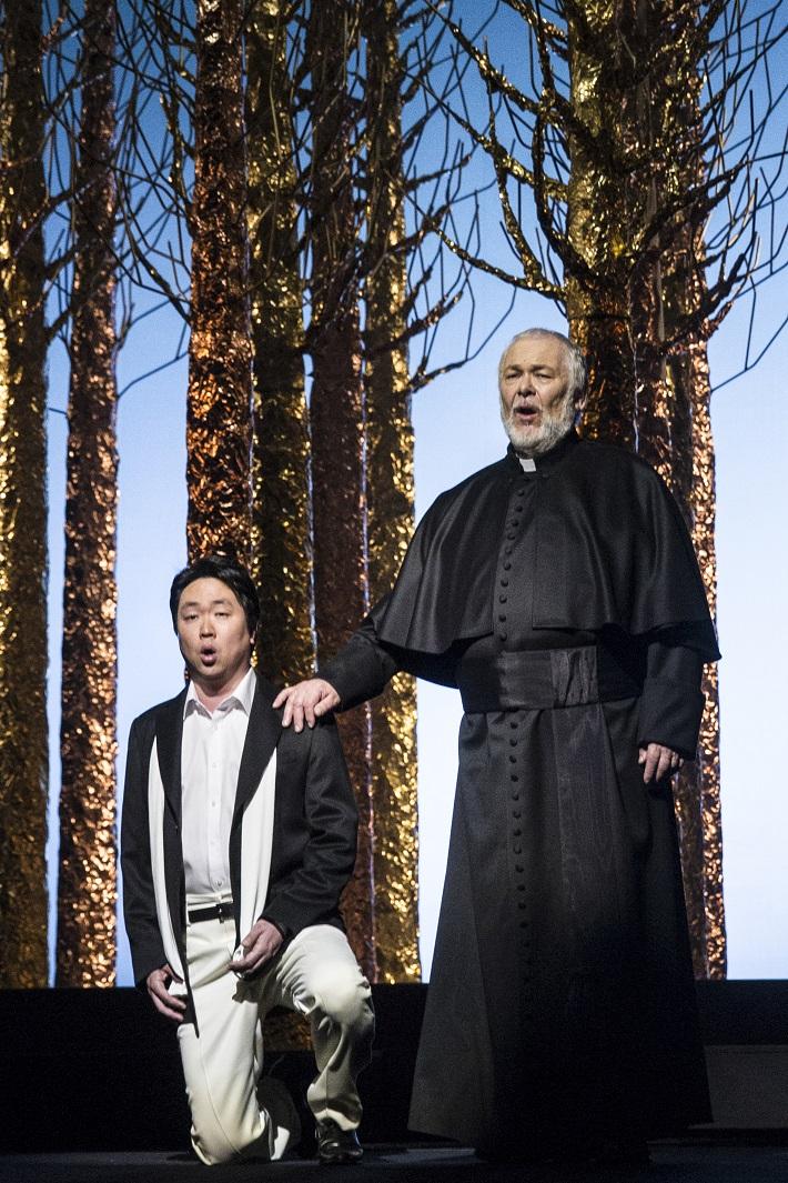G. Verdi: Simon Boccanegra, Opera SND, 2016, Kyungho Kim (Gabriele Adorno), Peter Mikuláš (Jacopo Fiesco), foto: Ctibor Bachratý