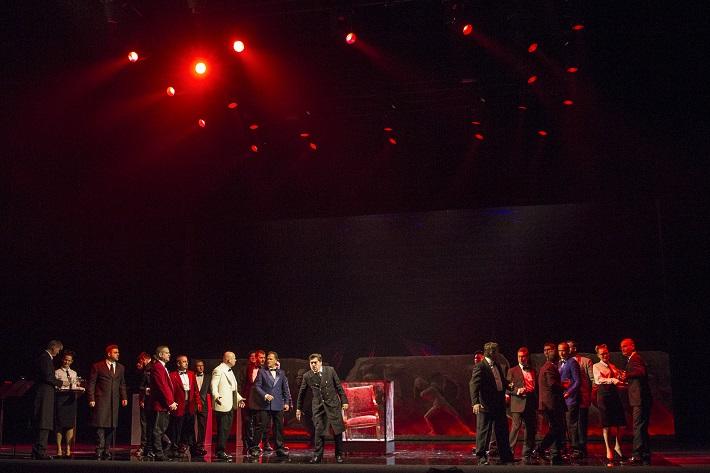 G. Verdi: Simon Boccanegra, Opera SND, 2016, Daniel Čapkovič (Simon Boccanegra), Zbor Opery SND - muži, foto: Ctibor Bachratý