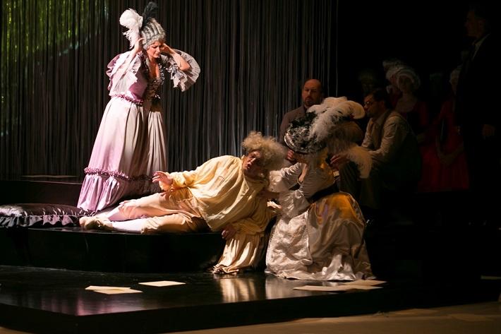 M. Lejava: Bohom Milovaný, Opera ŠD Košice, 2016, Michaela Várady (Sophie), Maksym Kutsenko (umierajúci Mozart), foto: Joseph Marčinský