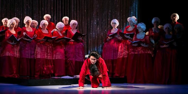 M. Lejava: Bohom Milovaný, Opera ŠD Košice, 2016, Ivan Zvarík (Salieri), zbor Opery ŠD Košice, foto: Joseph Marčinský