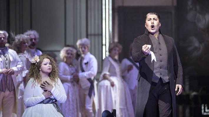 U. Giordano: Andrea Chénier, Opera ND Praha, 2016, Petra Šimková-Alvarez (Maddalena z Coigny), Hector Sandoval (Andrea Chénier), foto: Patrik Borecký)