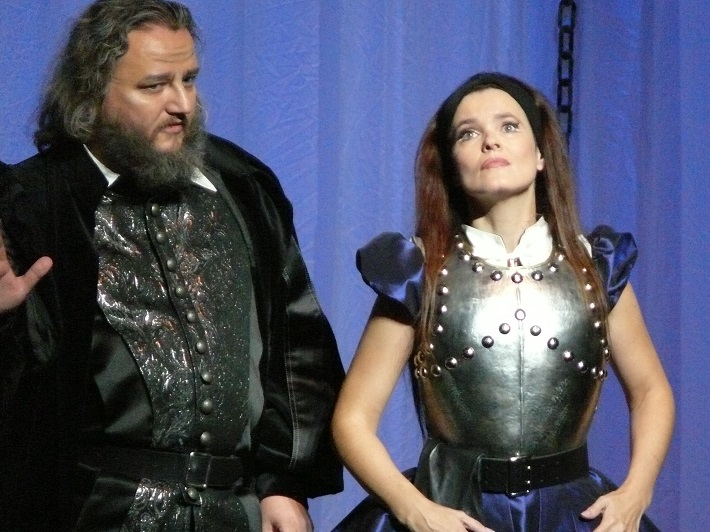 V. Bellini: Puritáni, Opera SND, 2010, Jozef Benci, (Giorgio Valton), Ľubica Vargicová (Elvira), foto: Ctibor Bachratý