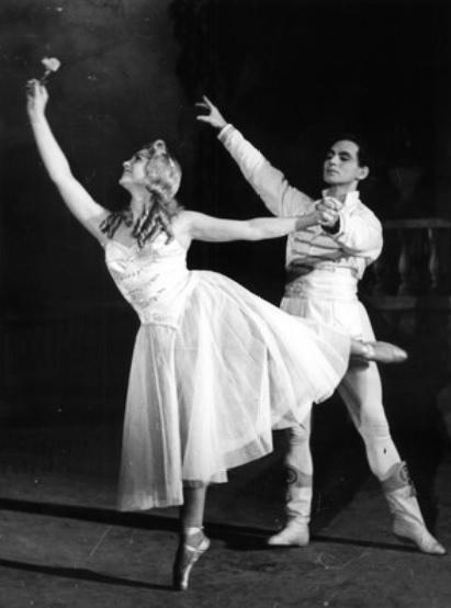 B. Asafjev: Bachčisarajská fontána, Balet SND (1953), Trúda Boudová-Tašká (Mária), J. Zajko (Václav), foto: Archív SND
