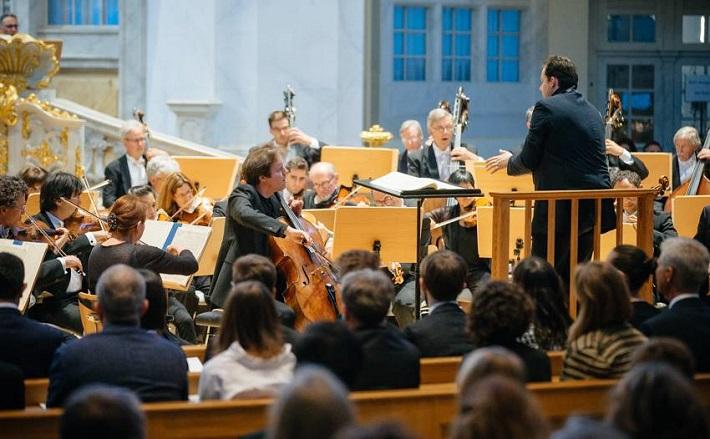 Drážďanské hudobné slávnosti 2016, festivalový koncert v chráme Frauenkirche, Jan Vogler (violončelo), Andris Nelson (dirigent), Boston Symphony Orchestra, foto: Oliver Killig