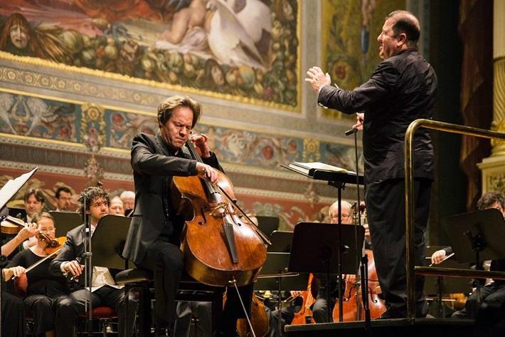 Drážďanské hudobné slávnosti 2016, záverečný festivalový koncert v Semperovej opere, Jan Vogler (violončelo), Ivor Bolton (dirigent), Drážďanský festivalový orchester, foto: Oliver Killig