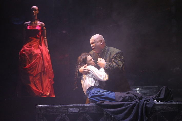 G. Verdi: Rigoletto, Štátna opera Banská Bystrica, 2015, Mariana Hochelová (Gilda), Zoltán Vongrey (Rigoletto), foto: Jozef Lomnický