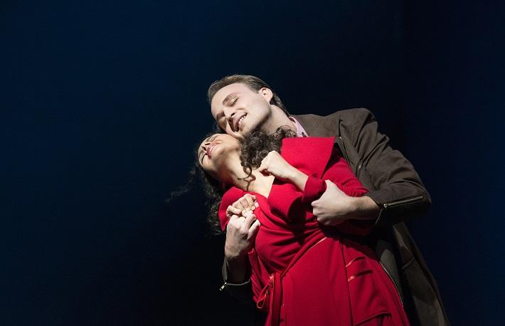 J. Massenet: Werther, Deutsche Oper am Rhein, R. Šveda (Albert), S. Ferede (Charlotte), foto: Hans Jörg Michel