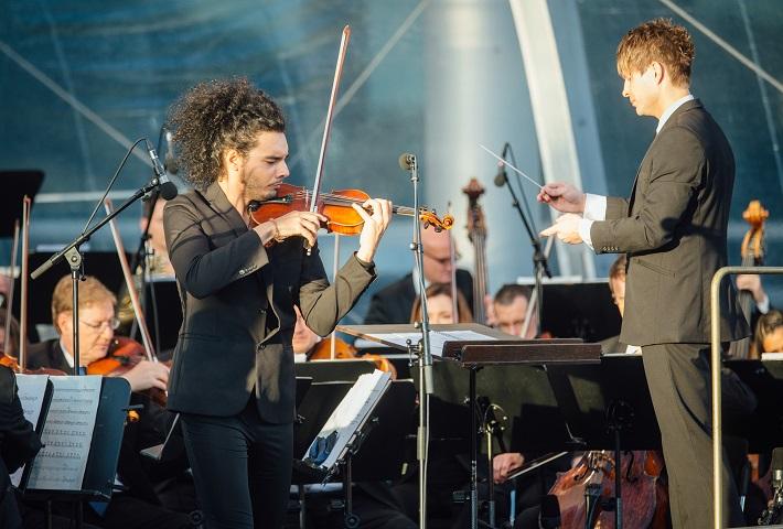 Klassik Picknickt, Drážďany 2016, Nemanja Radulović, Krzysztof Urbański, Sächsische Staatskapelle Dresden, foto: Oliver Killig