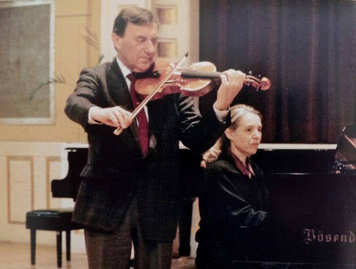 Manželia, profesori Mikuláš Jelinek (husle) a Daniela Varínska (klavír)