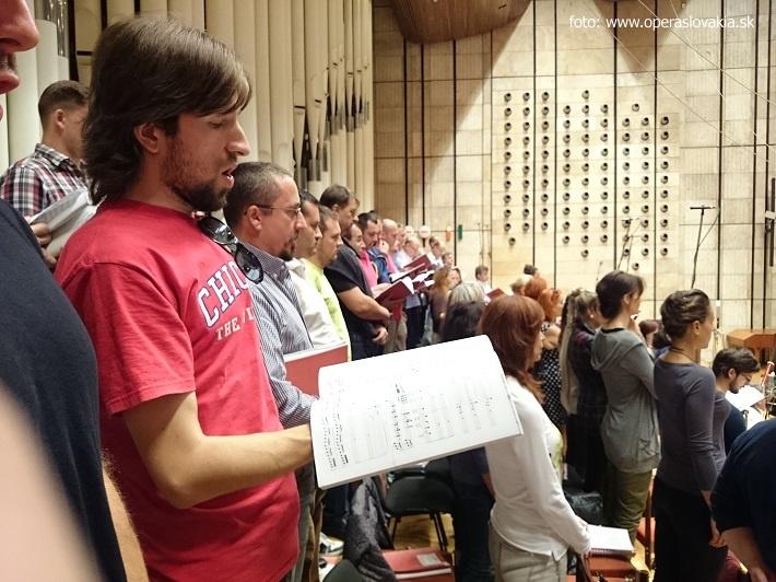 Nahrávanie opery Šperky Madony vo Veľkom koncertnom štúdiu Slovenského rozhlasu, Zbor Opery SND, foto: Ľudovít Vongrej