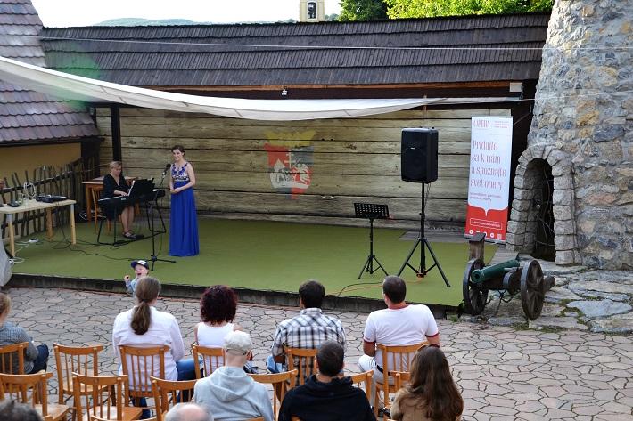 Príďte za operou III., koncert mladých talentov, Opera Slovakia 2016, Júlia Grejtáková, Barbora Diňová, Amfiteáter Starý Klíž, foto: Martina Turoňová