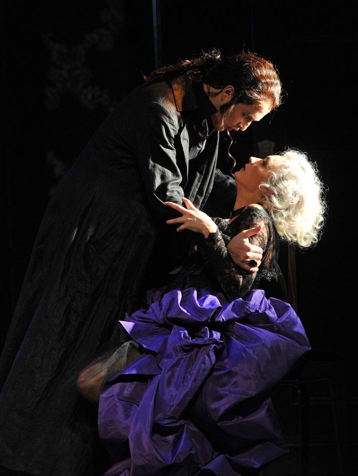 W. A. Mozart: Don Giovanni, Deutsche Oper am Rhein, B. Kele (Donna Elvira), R. Šveda (Don Giovanni), foto: Hans Jörg Michel