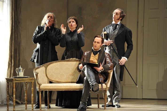 W. A. Mozart: Figarova svadba, Deutsche oper am Rhein, B. Rakin (Don Basilio), M. Márquez (Marzellina), R. Šveda (Almaviva), S. Luttinen (Bartolo), foto: Hans Jörg Michel