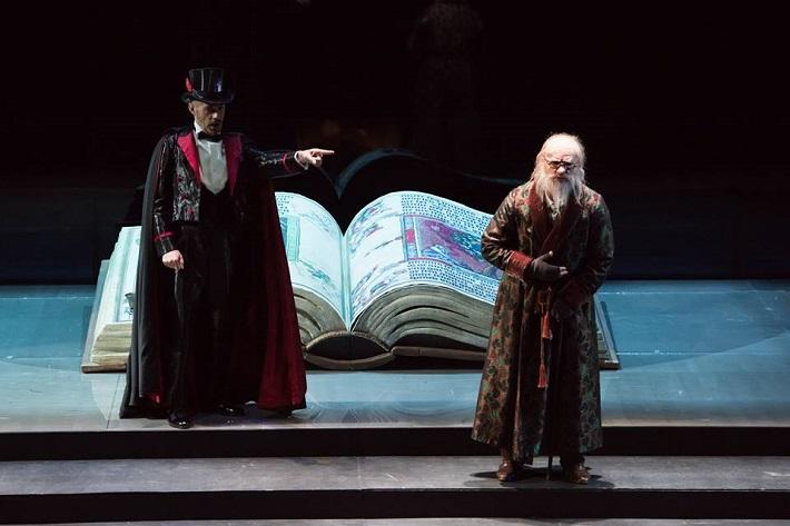 Ch. Gounod: Faust, Théâtre du Capitole de Toulouse, 2009, Alex Esposito (Méphistophélès), Teodor Ilincai (Faust), foto: David Herrero