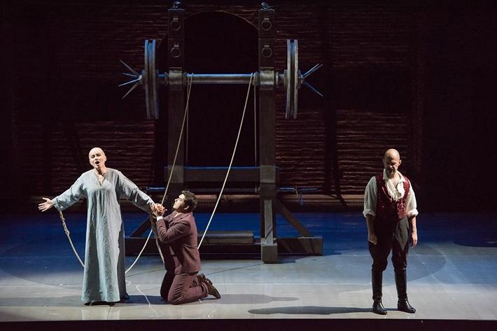 Ch. Gounod: Faust, Théâtre du Capitole de Toulouse, 2009, Anita Hartig (Marguerite), Teodor Ilincai (Faust), Alex Esposito (Méphistophélès), foto: David Herrero