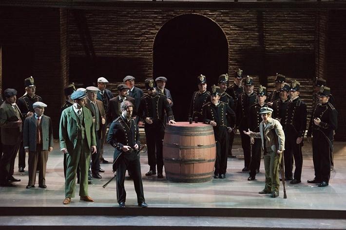Ch. Gounod: Faust, Théâtre du Capitole de Toulouse, 2009, Rafał Pawnuk (Wagner), John Chest (Valentin), Maite Beaumont (Siébel), foto: David Herrero