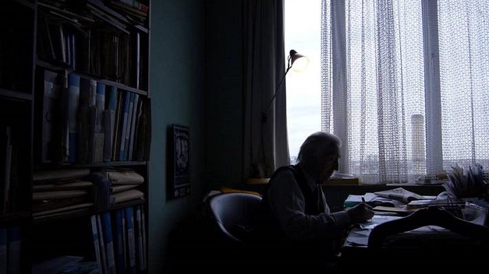 Ján Valach vo svojom byte v Antverpách, foto z nahrávania filmu Ján Valach