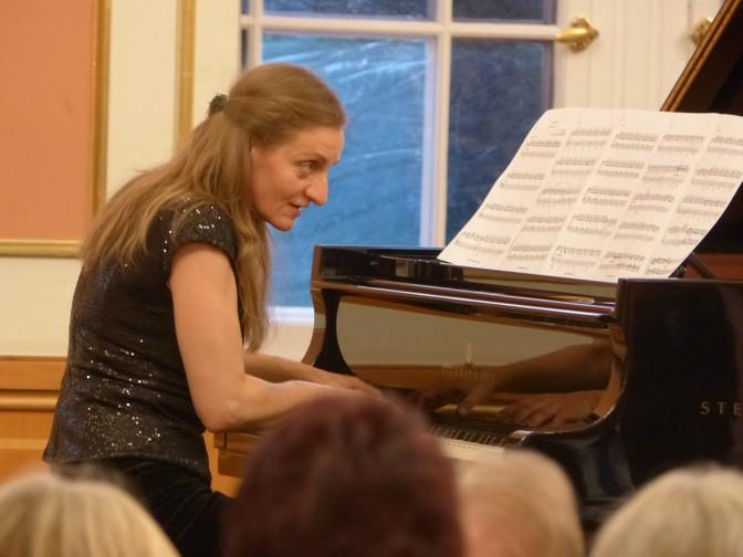 Koncert klavírneho dua Nora a Miki Skuta v Berlíne, 2016, Nora Skuta, foto: Slovenský inštitút v Berlíne