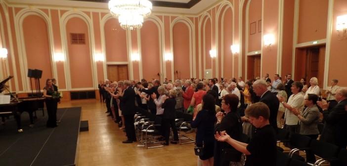 Standing ovation diplomatov v Berlíne pre klavírne duo Nory a Mikiho Skutu