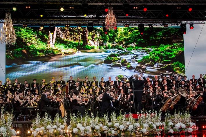 Viva Europa! otvárací koncert festivalu Viva Musica! 2016, zbor Voices of Europe zložený z umelcov zo všetkých 28 členských krajín EÚ, Symfonický orchester Viva Musica!, dirigent Jozef Chabroň, foto: Zdenko Hanout