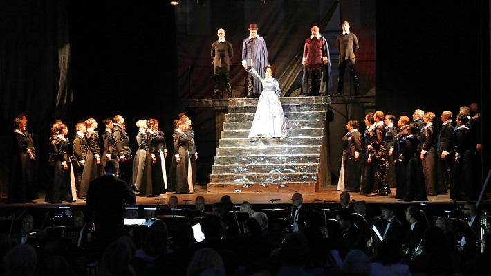 G. Donizetti: Maria Stuarda, Operalia Banská Bystrica, 2016, Jolana Fogašová (Elisabetta), Ondrej Mráz (Talbot), Zoltán Vongrey (Cecil), foto: Jozef Lomnický
