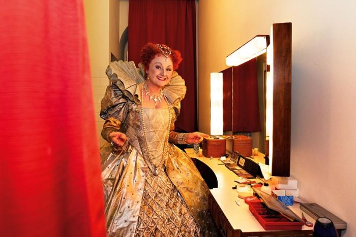 G. Donizetti: Roberto Devereux, Viedenská štátna opera, Edita Gruberová (Elisabetta I.), foto z divadelnej šatne Viedenskej štátnej opery