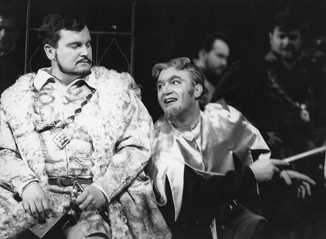 G. Verdi: Rigoletto, Opera SND, 1970, František Livora (Vojvoda), Juraj Oniščenko (Rigoletto), foto: archív SND
