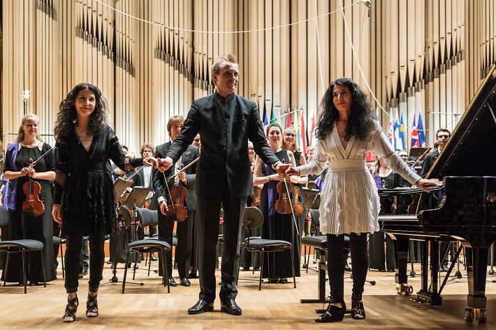 Koncert Mládežníckeho orchestra Európskej únie (EUYO), 2016, Katia a Marielle Labèqueové, Vasilij Petrenko, foto: Peter Drežík