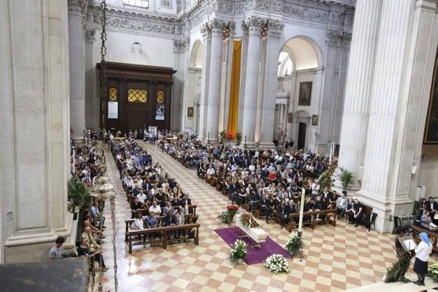 Pohreb Daniely Dessì v Dóme v Brescii, foto: quotidiano.net